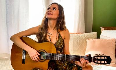 Malia Carvalho aka Lia Light