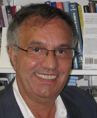 Dr Donaldo Macedo