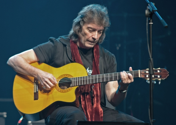 Genesis guitar legend Steve Hackett is the special guest on THE RAY SHASHO SHOW