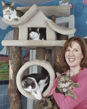 Tracie Hotchner, Radio Pet Lady, Talk Show Host, Investigative Reporter, Dog and Cat Expert, Pet Wellness Advocate, Animal Trainer, Writer, Author, Pet Nutrition Educator, Pet Lover, Speaker